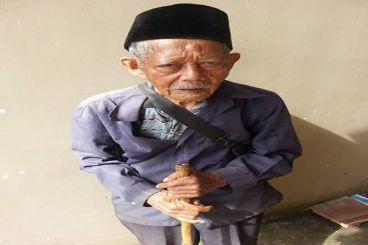 Abah Sardi (90) Penjual Sapu Keliling