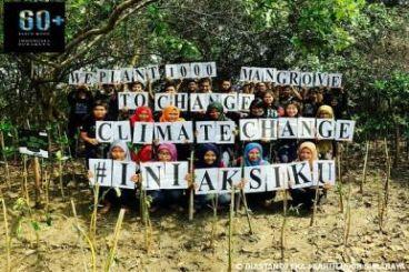 Tanam Kembali Hutan Mangrove di Pesisir Surabaya