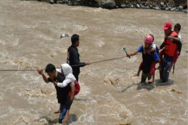 Jembatan untuk anak-anak Kampung Cipiit Sukabumi
