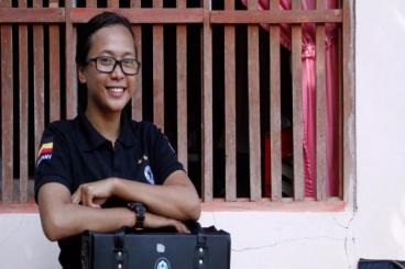 Marisa Siagian,bidan kontrak talangi obat pasien
