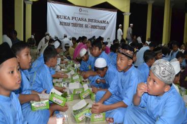 Sedekah Makan 30.000 Santri Hafidz Qur'an