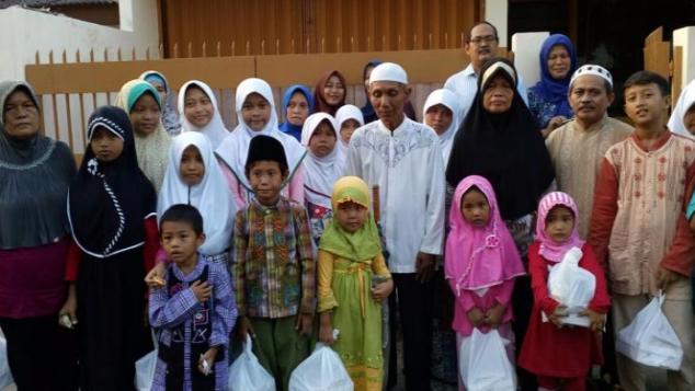 Surono, Pemecah Batu yang Hidupi 65 Anak Yatim