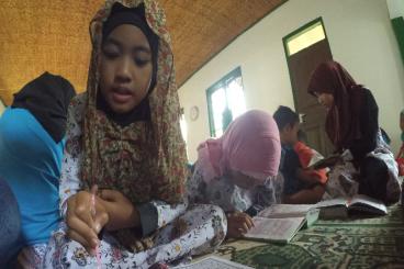 Rumah Baca untuk Hadiah Lebaran anak Sudalarang