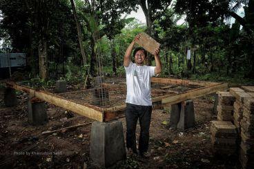 Bantu seorang OB membangun sekolah di desanya