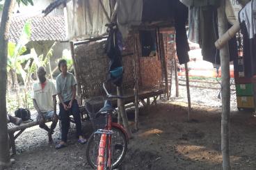 Siti, Remaja Putri yang Tinggal di Kandang Kambing