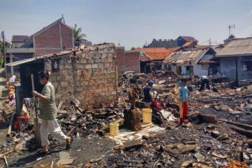Bantu Korban Kebakaran Kampung Lio - Rumah Zakat