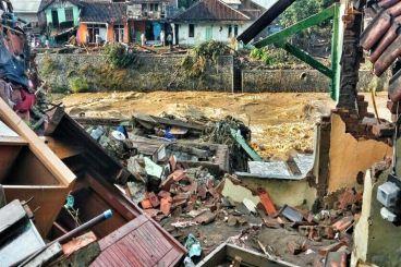 Bantu saudara kita yang tertimpa Banjir di Garut