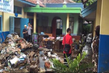 Pembangunan Kembali Sekolah Akibat Banjir Bandang