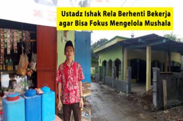 Bantu Ustad Ishak Merenovasi Mushala di Kampungnya