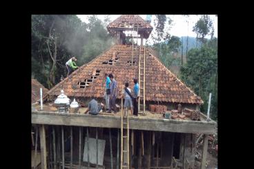 Masjid di pinggir hutan Arcamanik butuh Donasi