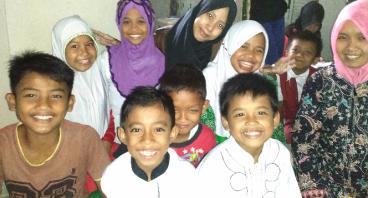 Bantu Bu Ai Selamatkan Anak-anak di Kampungnya