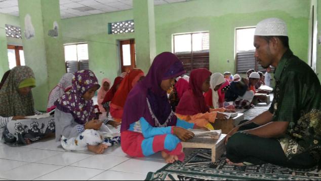 Wakaf Al Qur'an & Pembinaan untuk Warga Kab. Ende