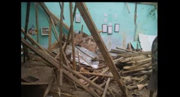 Atap kelas ambruk, siswa terancam tak bisa sekolah