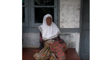 nenek erah yang hidup sendirian dan sakit sakitan