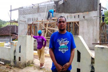Bantu Sarohman-SMAGASolo bangun masjid di desanya