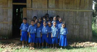 Bantu SDN Nggoang Miliki Gedung Sekolah