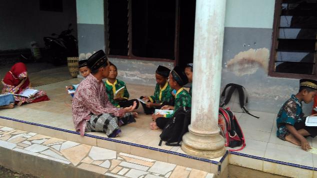 Bantu Santri Mengaji Miliki Ruang Kelas