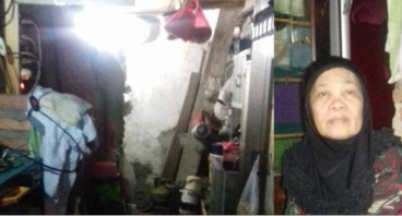 Nenek Riah Butuh Perbaikan Atap Rumah