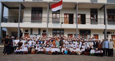 Berbagi Kebaikan Dengan Siswa Sekolah TahfidzQuran