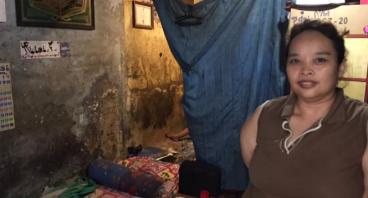 Ditinggal Suami, Bantu Nurjanah Jualan Nasi Kuning