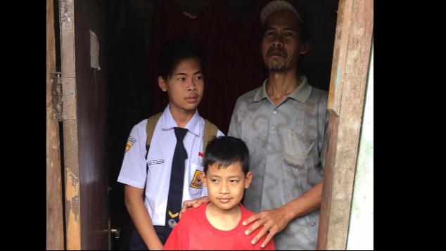 Bantu Toto Si Pencari Rongsok Sekolahkan Anaknya!