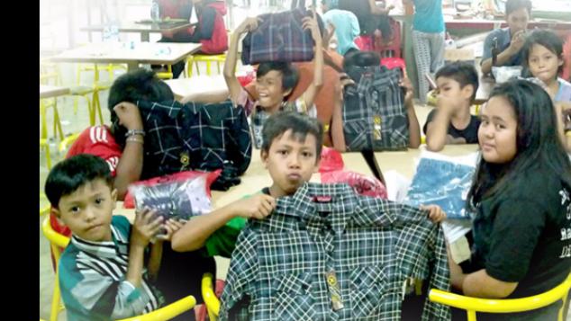 Baju Lebaran untuk Adik-Adik Penjual sekitar UI