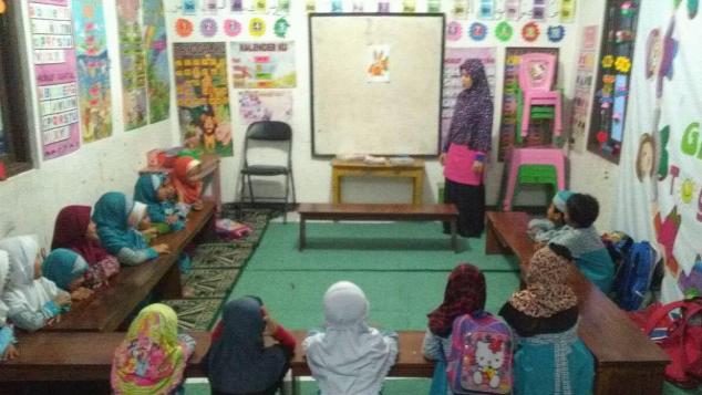 THR kasih sayang untuk guru Madrasah Al-hanifa