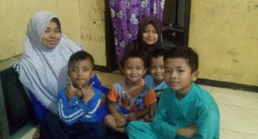 Bantu Janda Yeti untuk Menghidupi ke 5 Anaknya