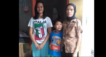 Bantu Nenek Sumarni Beserta Dua Cucunya