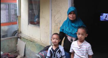 Bantu Ibu Rat Berjualan Untuk Anak dan Cucu