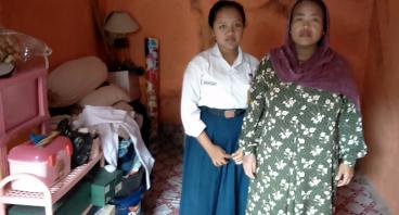 Bantu Ibu Maemunah Agar Anaknya Tetap Sekolah