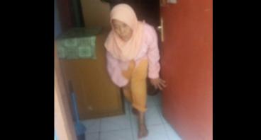 Bantu Nenek Rubinem untuk Makan Sehari-hari