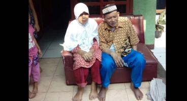 Bantu Kakek Kili Melakukan Usaha di Rumahnya