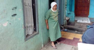 Bantu Nenek Irah Menjalankan Usaha