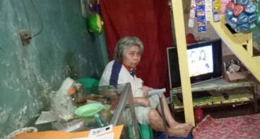 Bantu Nenek Mayati Berjualan Lagi