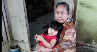 Bantu Ibu Nia Punya Gerobak Sampah Baru