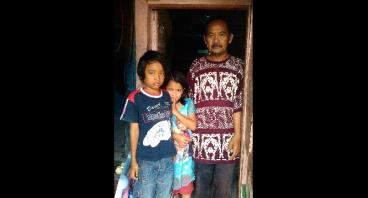 Bantu Bapak Maman Pemulung Plastik Bekas