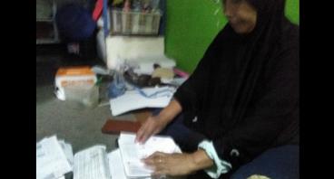 Bantu Ibu Siti Mengembangkan Usaha Kertas Lipatnya