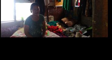Bantu Bu Tina Memperbaiki Nasib Keluarganya