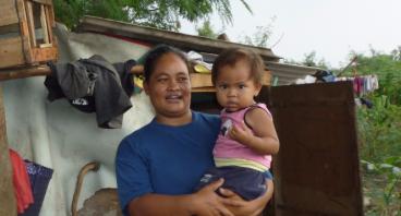 Bantu Wati, Ibu Yang Tinggal Di Tengah Sawah