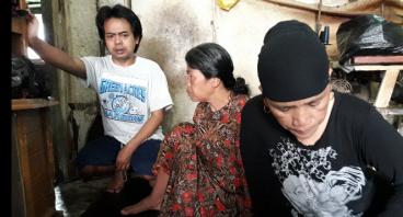 Bantu Bu Nenah untuk merenovasi Rumahnya