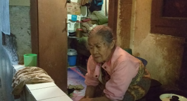 Bantu Nenek Mimi Yang Hidup Sebatang Kara