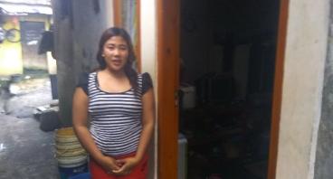 Bantu Ibu Juju Sekolahkan Dua Anaknya