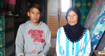Bantu Ii Rohayati Berjuang Menyekolahkan Anaknya