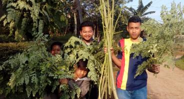 Unik, Remaja Desa Ini Semangat Bertani