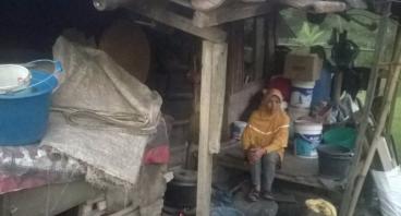 Bantu Ibu Nani Hasanah Renovasi Rumahnya