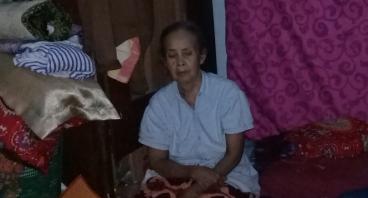 Bantu Nenek Djua, Lansia Penjual Gorengan Keliling