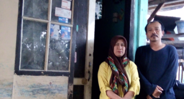Bantu Pak Tarmedi & Istri Berjualan Nasi Keliling