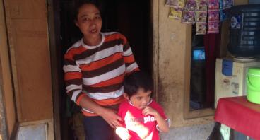 Bantu Ibu Ela Berjualan Bakso Untuk Biaya Hidup