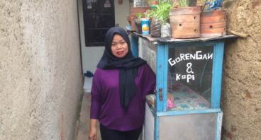 Bantu Ibu Isah Kembali Berjualan